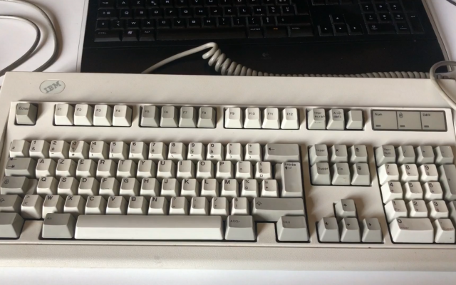 clavier mécanique IBM ancien